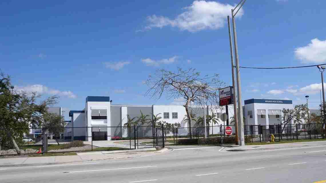 Miramar_High_School_-_panoramio