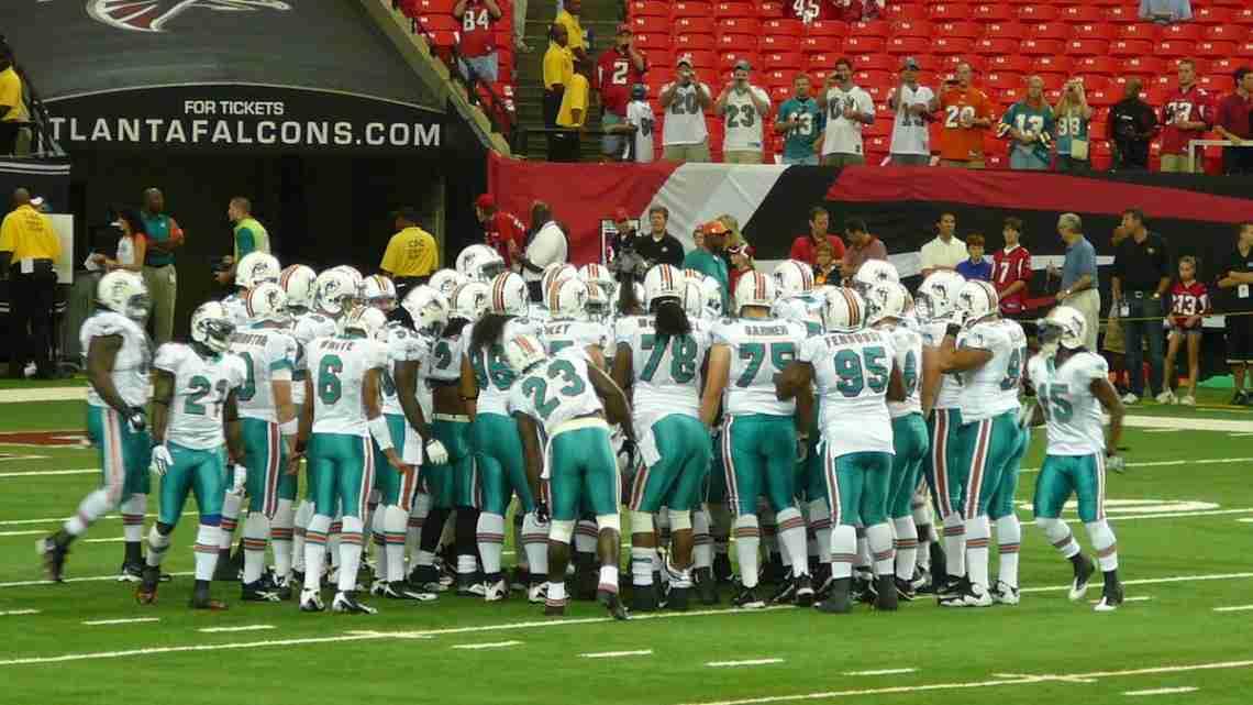 1200px-2009_Miami_Dolphins