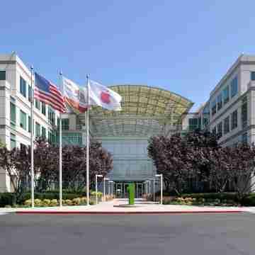 1200px-Apple_Headquarters_in_Cupertino