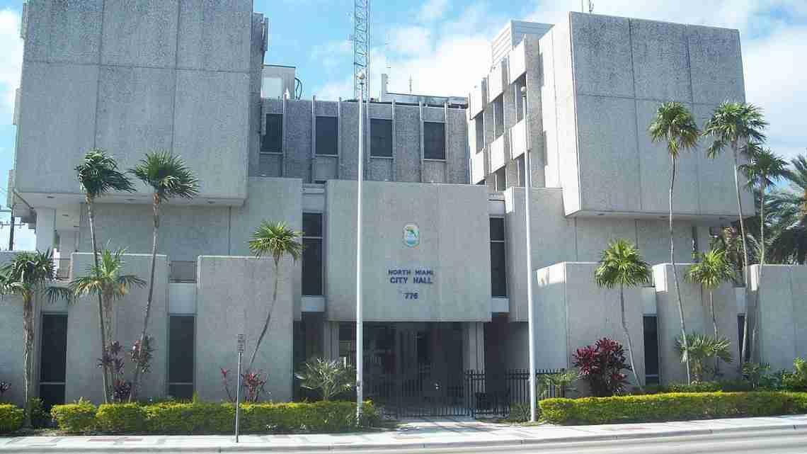 North_Miami_FL_city_hall02