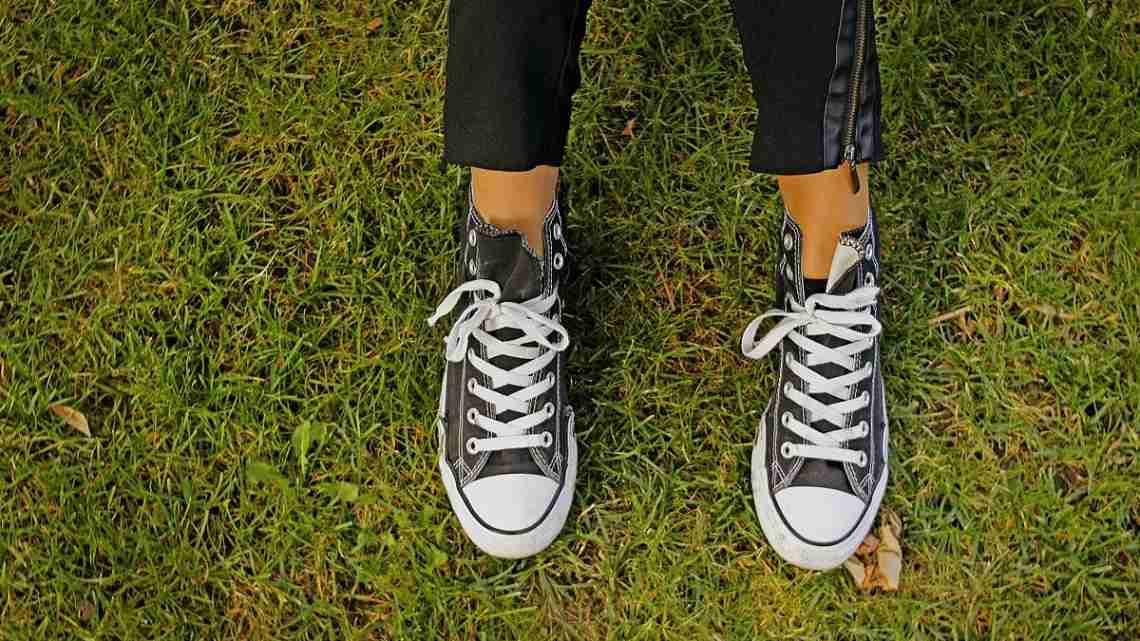 Sneakers_-_Chucks_(30331677530)
