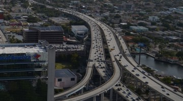 Miami_traffic_aerial_I-95_North_downtown
