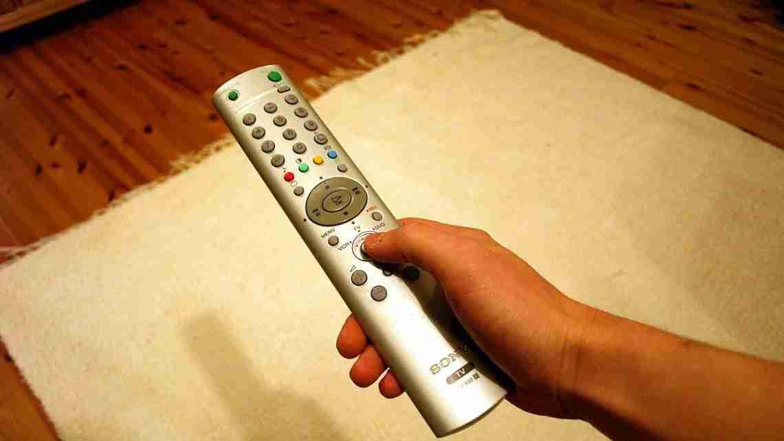 TV_remote_control_in_hand