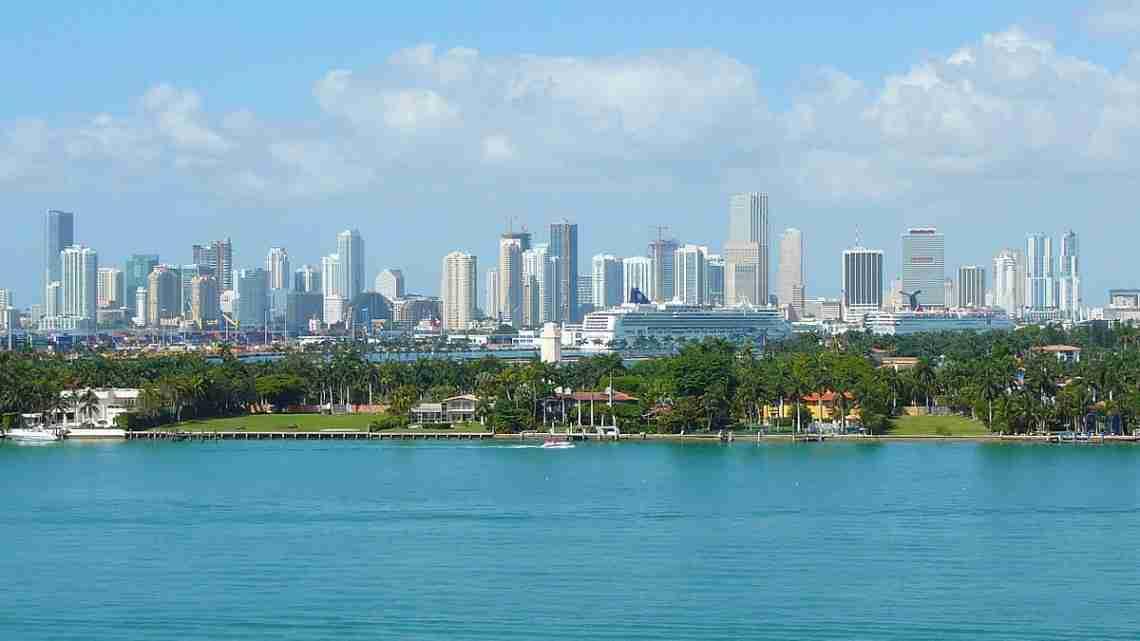 1200px-Miami_skyline_20080328