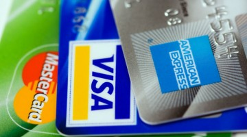 Three_credit_cards-_Visa,_Mastercard_and_American_Express_(close-up_on_logos)