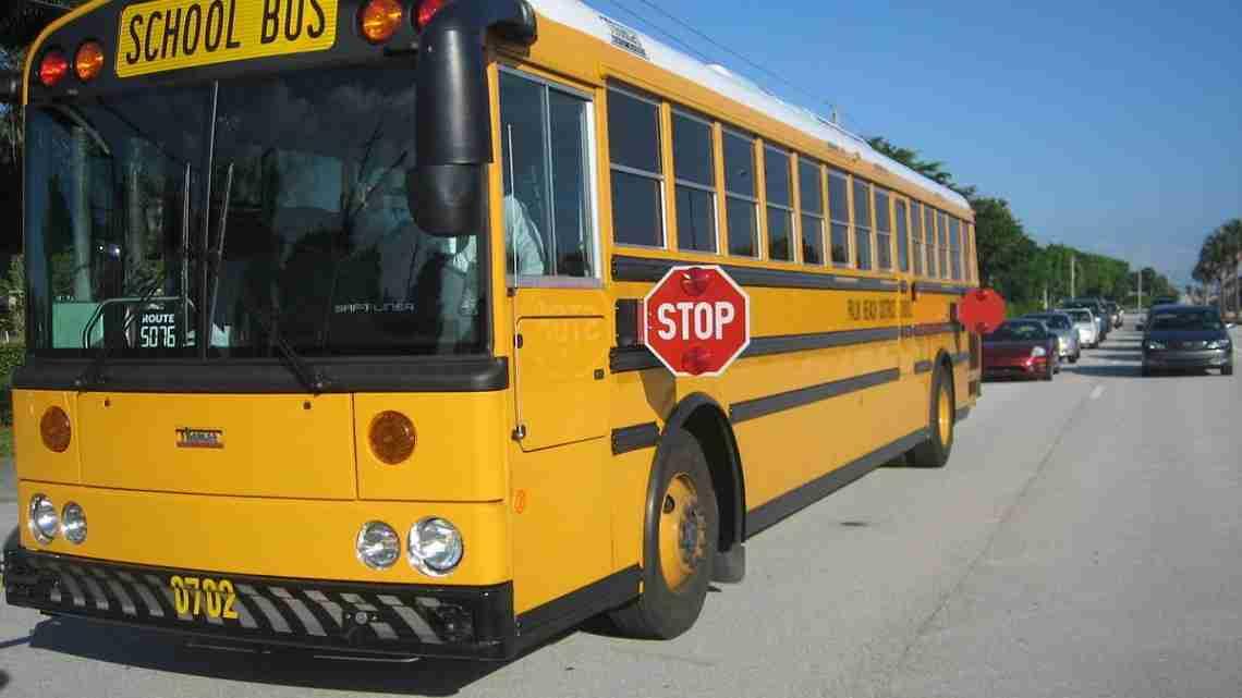 1200px-Thomas_School_Bus_Bus