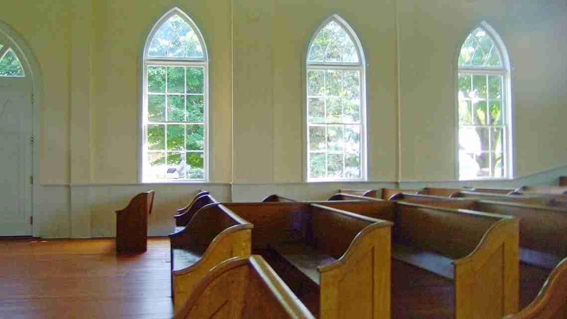 First_Lutheran_Church_Middleton_pews