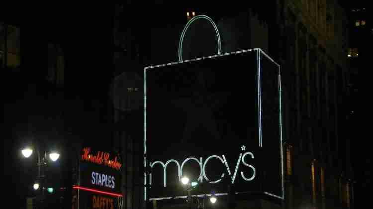 Macy's_Sign_Illuminated