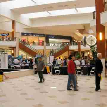 1200px-Aventura_Mall_interior