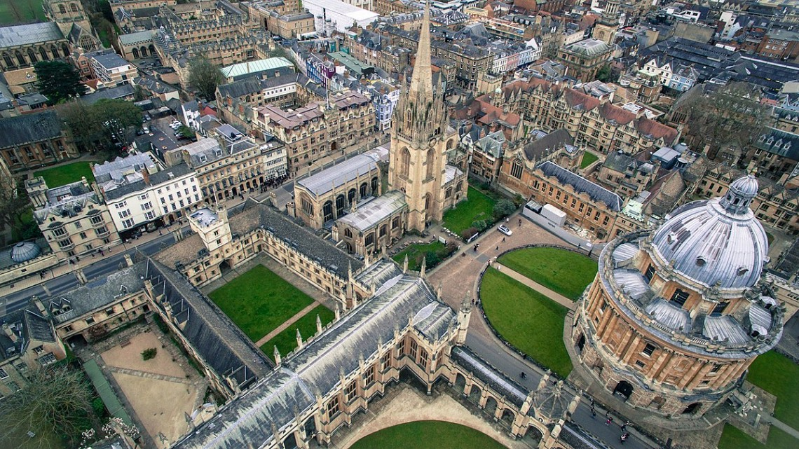 1200px-University_of_Oxford,_Oxford,_United_Kingdom_(Unsplash)