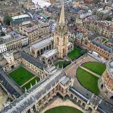 1200px-University_of_Oxford,_Oxford,_United_Kingdom_(Unsplash)