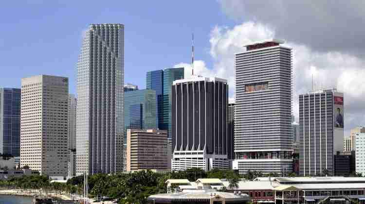 Miami_downtown_by_Tom_Schaefer_-_Miamitom