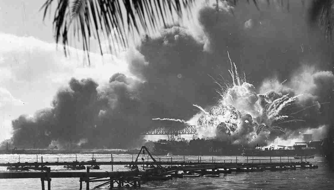 USS_SHAW_exploding_Pearl_Harbor_Nara_80-G-16871_2