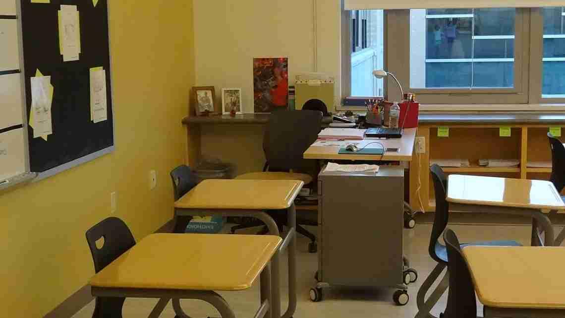 1200px-Corning-Painted_Post_High_School_Teacher's_Desk