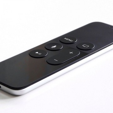 Apple_tv_gen_4_remote.jpeg
