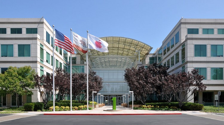 1200px-Apple_Headquarters_in_Cupertino