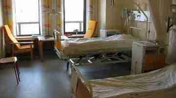 1200px-Hospital_room_ubt