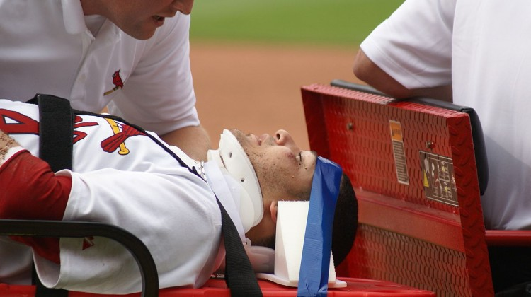 Yadier_Molina_with_a_concussion_in_June_2008