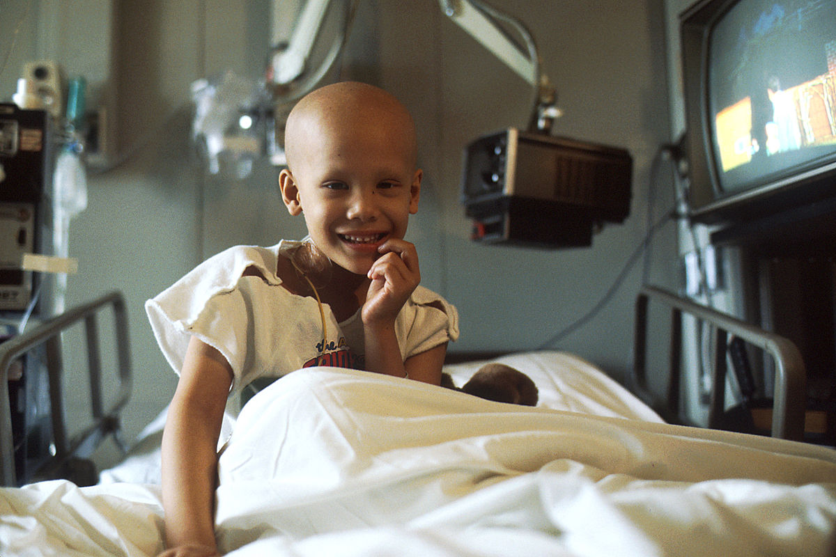 Young_girl_receiving_chemotherapy