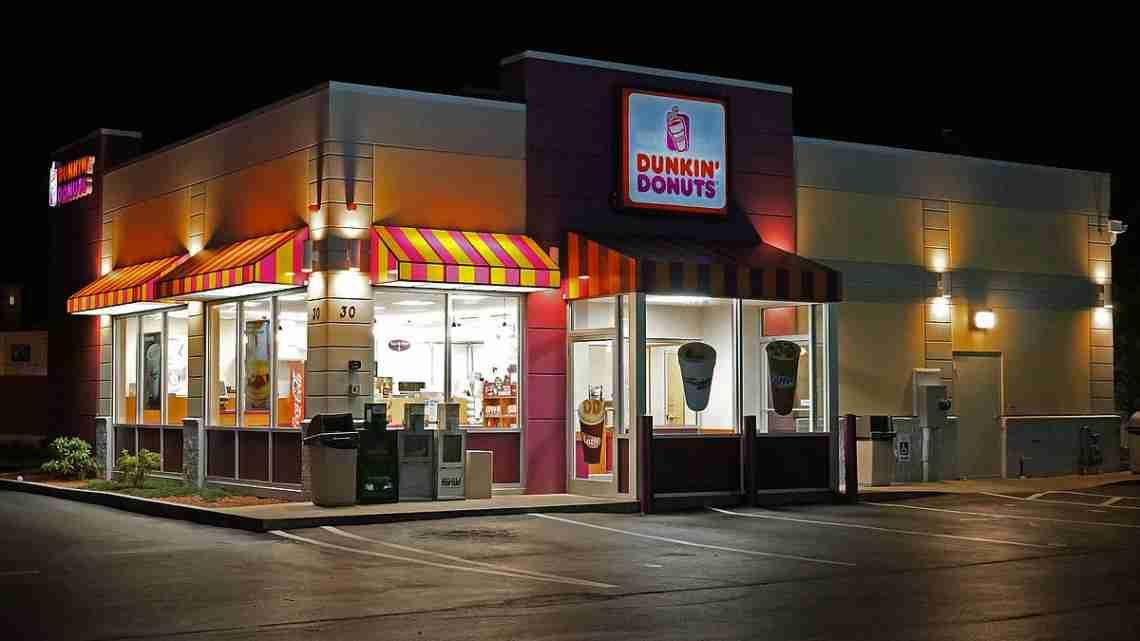 1200px-Dunkin_Donuts_shop