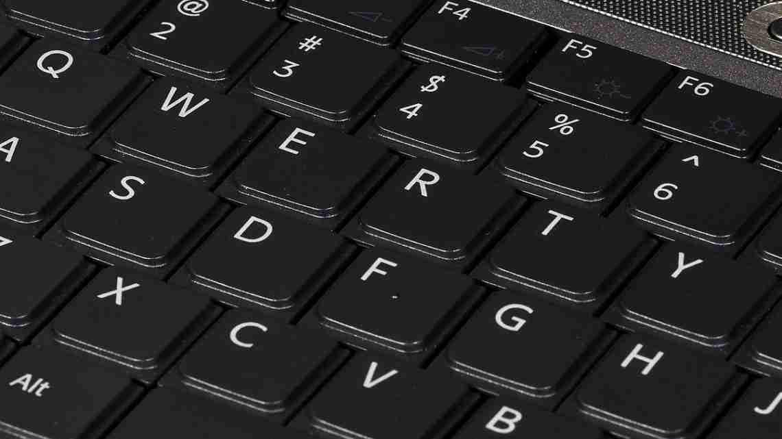1200px-QWERTY_keyboard