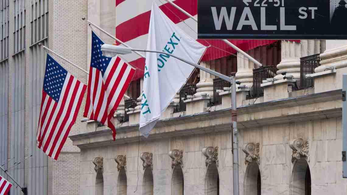 1200px-Wall_Street_-_New_York_Stock_Exchange