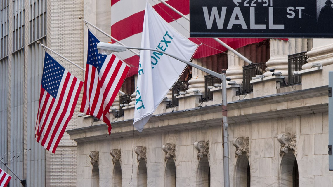 1200px-Wall_Street_-_New_York_Stock_Exchange