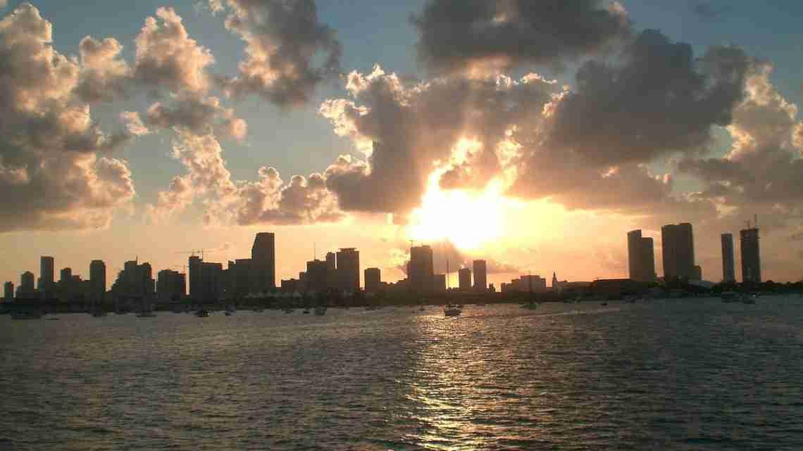 1200px-Skyline_Miami