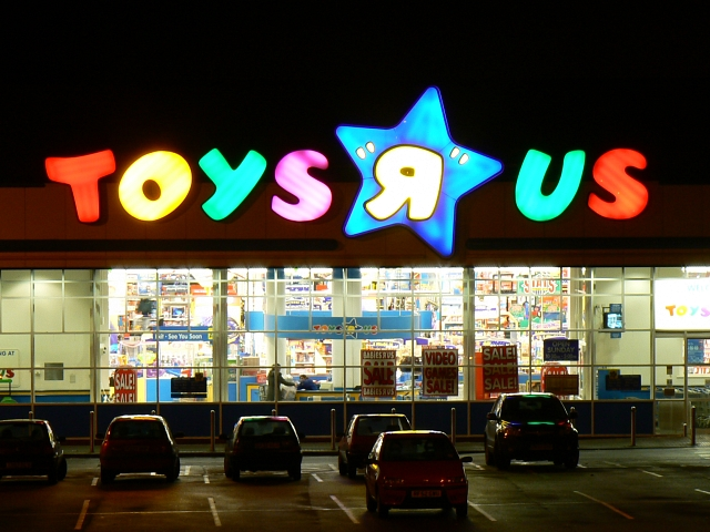 TOYS__Я__US_(Toys_R_Us),_Oxford_Road,_Swindon_on_Christmas_Eve_-_geograph.org.uk_-_639601