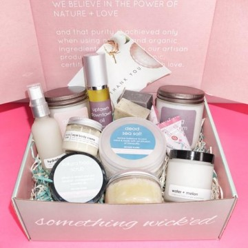 wickedflame-candlesubscriptionbox-insidebox411-2_jpeg_171f0e2e-943c-440d-80a8-bae87cc7d83b_500x